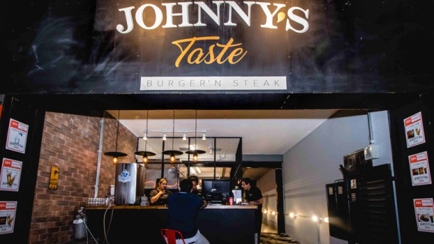 Johnnys Taste Burger Entrada