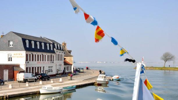 Les Bains - Hôtel du Port Façade