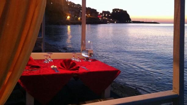 Cala delle Feluche Il tavolo romantico al tramonto