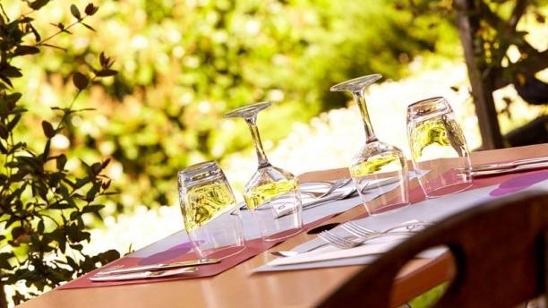 Campanile Villeneuve-lès-Béziers Vue d'une table extérieure