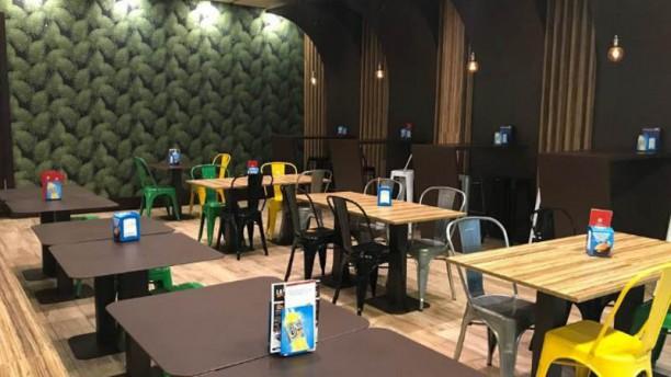Layali Coffee & Grill - Fuenlabra Vista sala