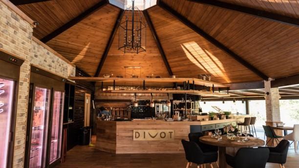 Divot Banús Grill Vista de la sala