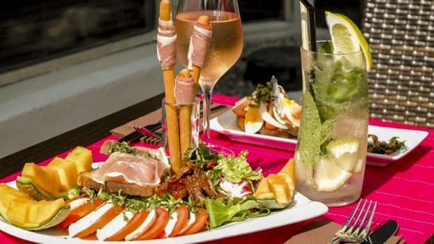 La Terrasse Thalassoleil Vue plats et table