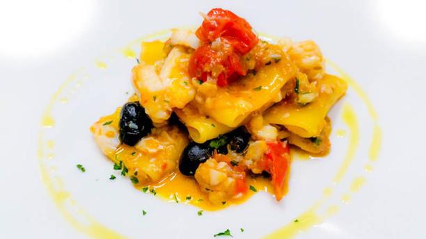 Il Gusto Della Notte Salerno Paccheri baccalà pomodorini e olive.