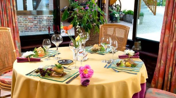 Restaurante hotel normandie le restaurant en conches en - Restaurant viroflay le verre y table ...