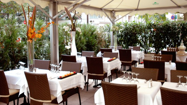 Restaurant A Table Terrasse