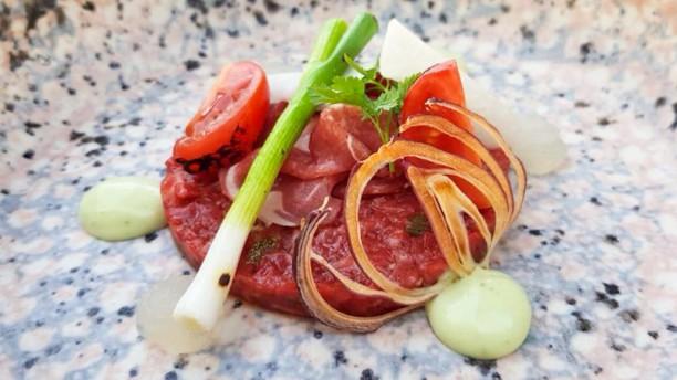 Thuis! Eten en drinken Steak tartaar/Bos ui/ Krokante rode ui