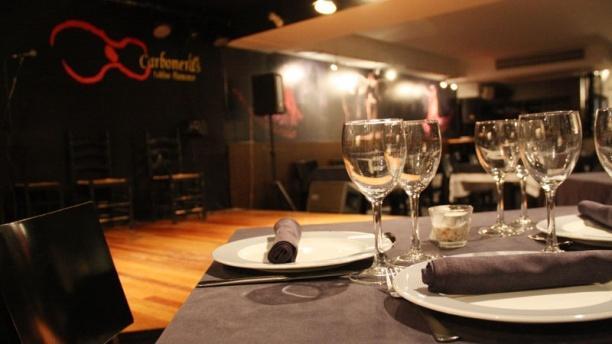 Las Carboneras escenario tablao y mesa