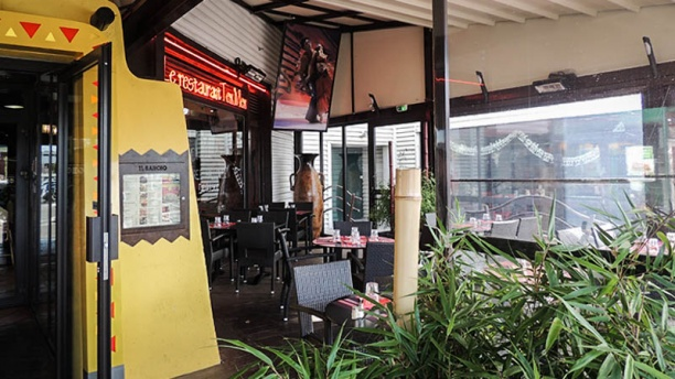Restaurant el rancho plan de campagne les pennes for Table exterieur geant casino