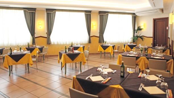 "Hotel Mondial Ristorante ""BISTRÔT STORANI"" Sala"
