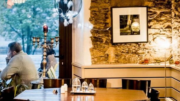 la tonnelle restaurant 22 quai de versailles 44000. Black Bedroom Furniture Sets. Home Design Ideas