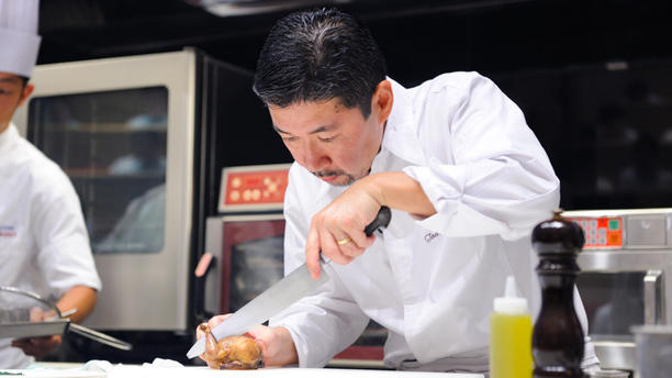 Le Village - Tomohiro Uido Le chef en action