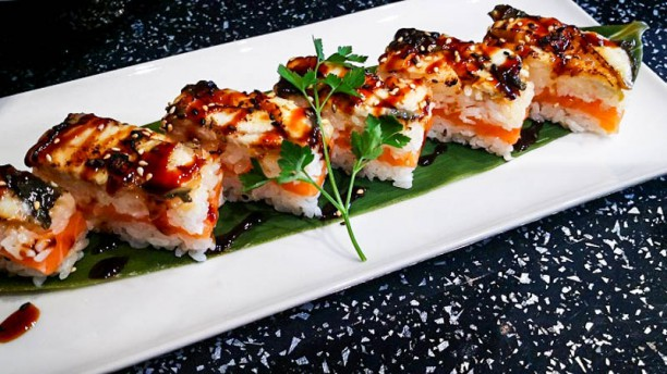 You Sushi oshi sushi salmone e anguilla