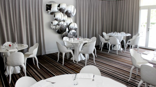 restaurant le h renaissance paris hippodrome de st cloud rueil malmaison menu avis prix. Black Bedroom Furniture Sets. Home Design Ideas