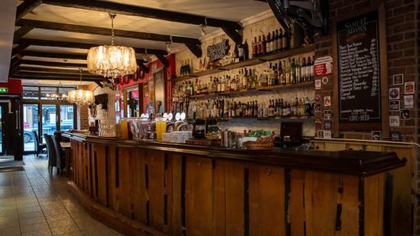 Dollys kök och bar i Stockholm - Restaurangens meny, öppettider ...