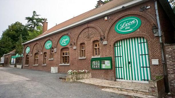 Chez Leon Mons Devanture