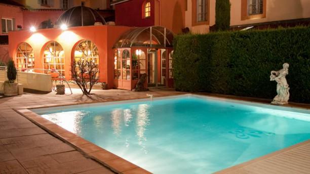 Hotel Restaurant La Poularde vue de la piscine