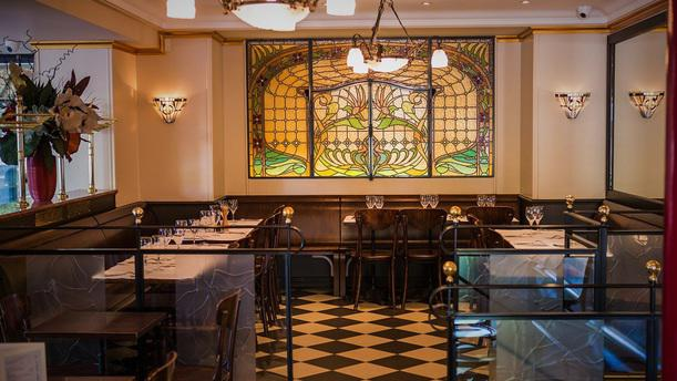 restaurant brasserie de la tour eiffel paris 7e arrondissement 75007 tour eiffel champ de. Black Bedroom Furniture Sets. Home Design Ideas
