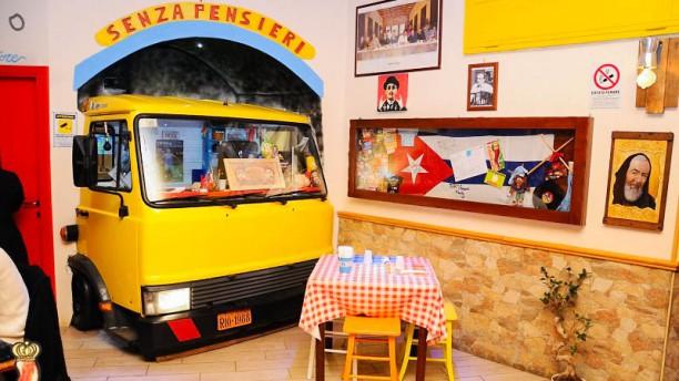 Senza Pensieri Taverna Antisfiga Pub Pizzeria Vista sala