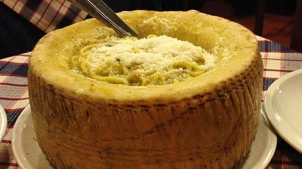 Le Village d'épices en délices Pâtes Linguine Roulées dans la Roue de Parmesan