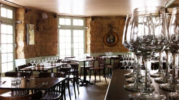 Au petit tha in paris restaurant reviews menu and for Restaurant la salle a manger paris