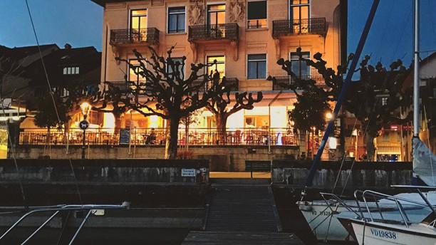 Rivage Lakeview Restaurant-Terrasse Devanture