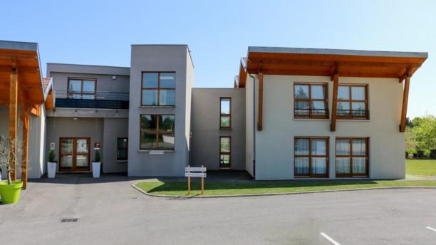 Aux Berges du Rhône L'architecture atypique de notre établissement