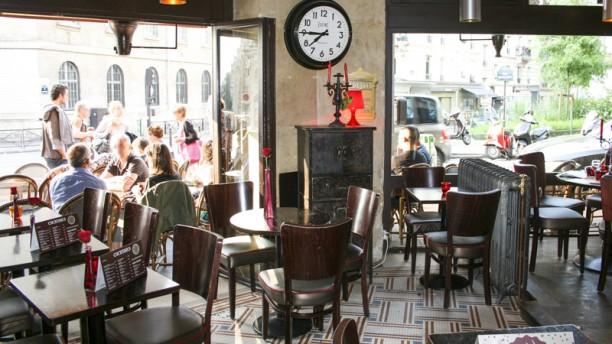 Le Cafe De La Poste Rue Damremont