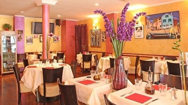 Restaurant il tavoliere paris 75009 montmartre saint for Resto lasalle