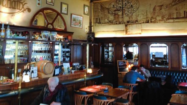 Brasserie Cochaux Vue salle et bar