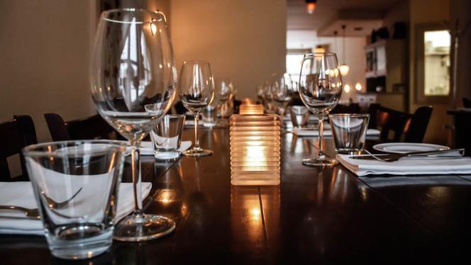 Detail van de tafel - Restaurant Meneer Buscourr, Utrecht