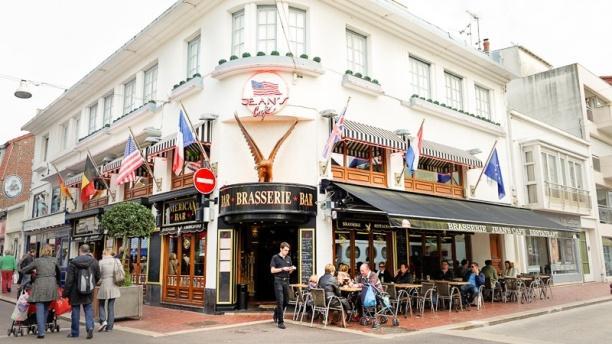Jean's Café Façade
