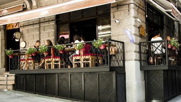Kafe Pi - Asmalı Mescit The terrace