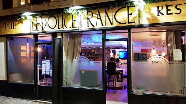 Le Douce France Façade