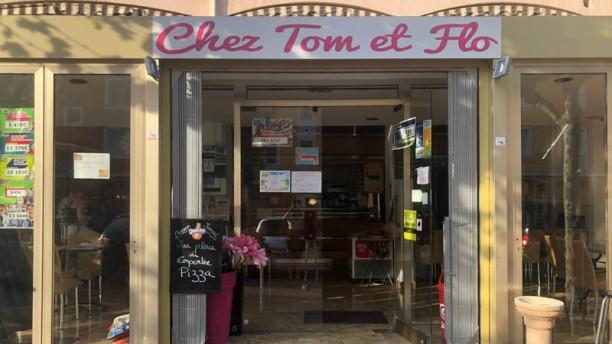 Chez Tom et Flo Façade