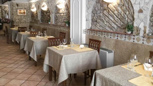 Antica Trattoria Del Falcone sala