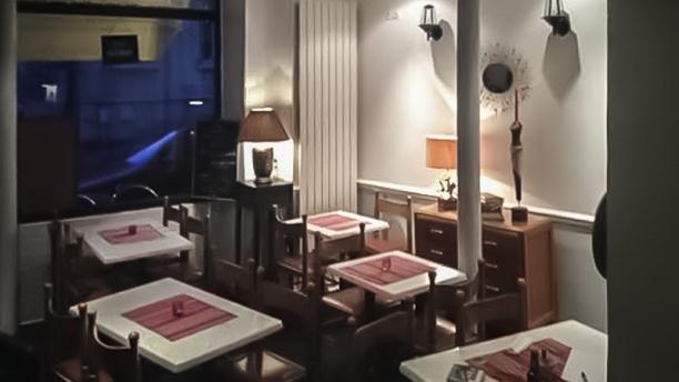 Restaurant le 21     le vin et un vue de la salle