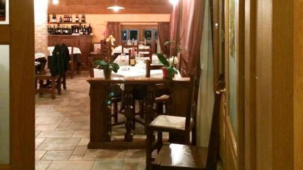 Sciabà Interno sala ristorante vista dall' ingresso