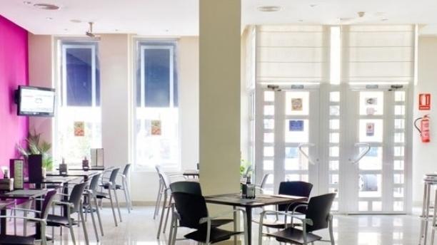 Verónica - Hotel Traíña Vista Sala