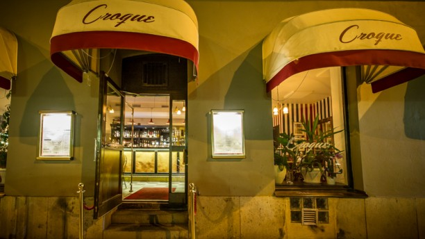 Bistro Bar Croque Entrance