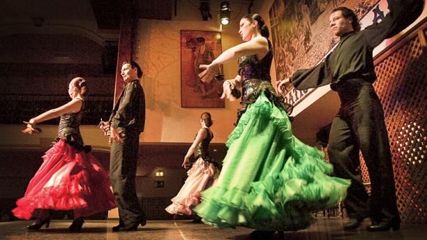 El Patio Sevillano detalle baile