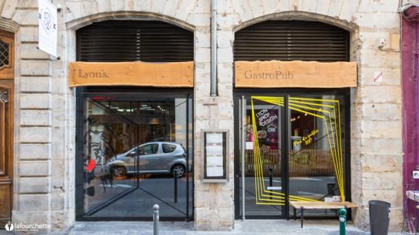 Lyon's Gastro Pub Entrée