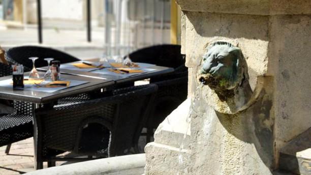 Le puits du mouton restaurant 100 rue des fr res for 13300 salon de provence mappy