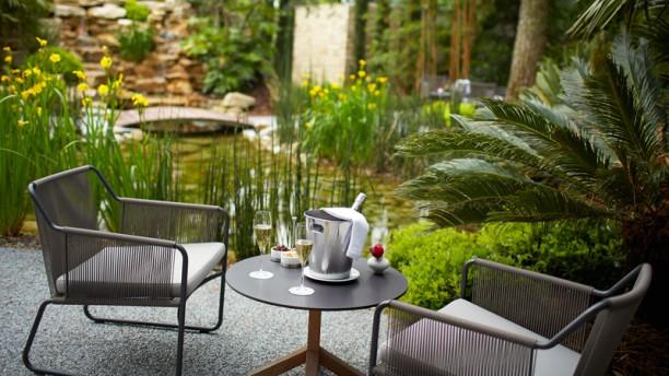 Anne-Sophie Pic - Valence Restaurant Pic, Jardin, Apéritif