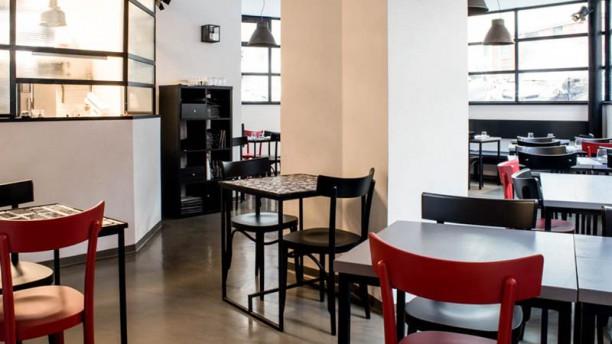 Corner Parioli La sala con vista sulla cucina
