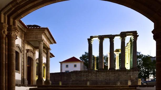 Loios - Pousada Convento Évora entrada