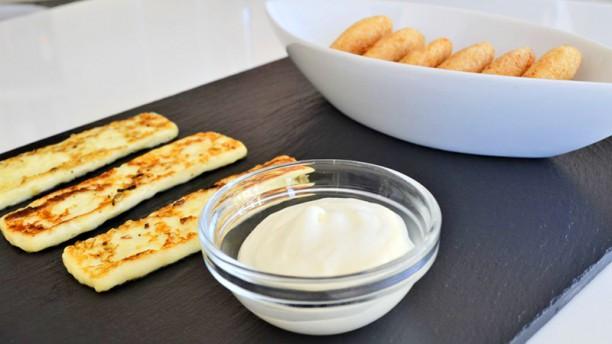 Laparada Arepitas con nata y queso