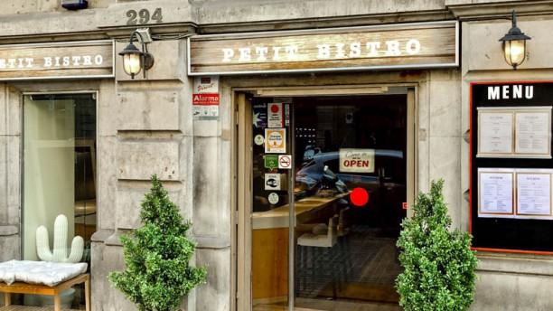 Petit Bistro Fachada restaurante