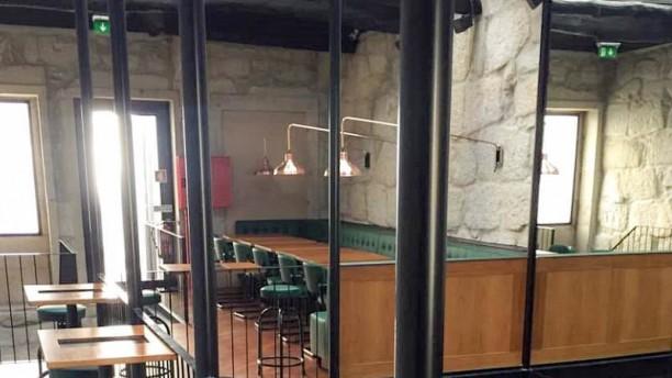 Dan's Finger Food and Drinks Porto Vista do interior