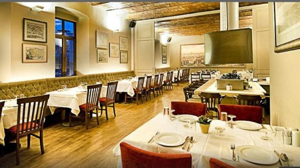 Peymane TomTom Dining hall
